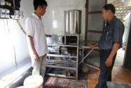 Anh nông dân ở Quảng Trị sáng chế máy làm bún, phở tự động