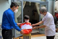 Trung thu ấm áp cho trẻ em khó khăn bị ảnh hưởng bởi COVID-19